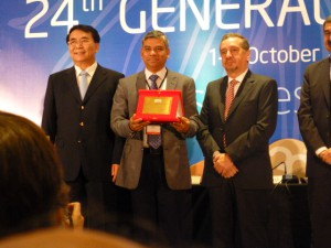 Kalyanmoy Deb (center), with (left) Mr. Bai Chunli, President of TWAS and President of Chinese Academy of Sciences, and (right) Mr. Lino Barañao, Argentinian Minister of Science, Technology and Innovation.